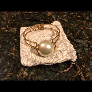 Accessories - Pearl bracelet